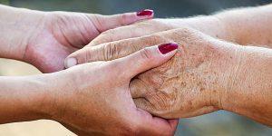 Como funciona o processo de interdição e curatela em relação às pessoas com mal de alzheimer?