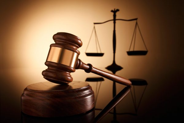 Por Covid-19, juiz suspende pagamento de dívida bancária de empresa.